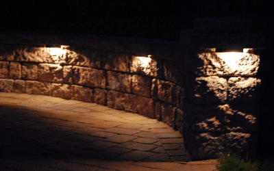 Low voltage LED landscaping lights for retaining walls