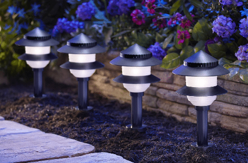 Low voltage landscape lighting kits