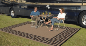 Reversible outdoor rug
