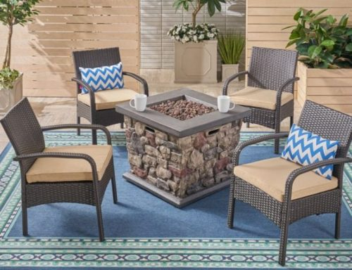 Capitan-chat-set-with-stone-fire-pit