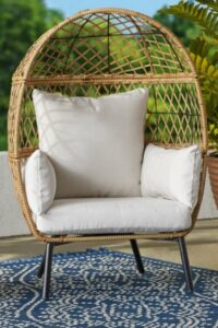 Ventura chair with natural cushions