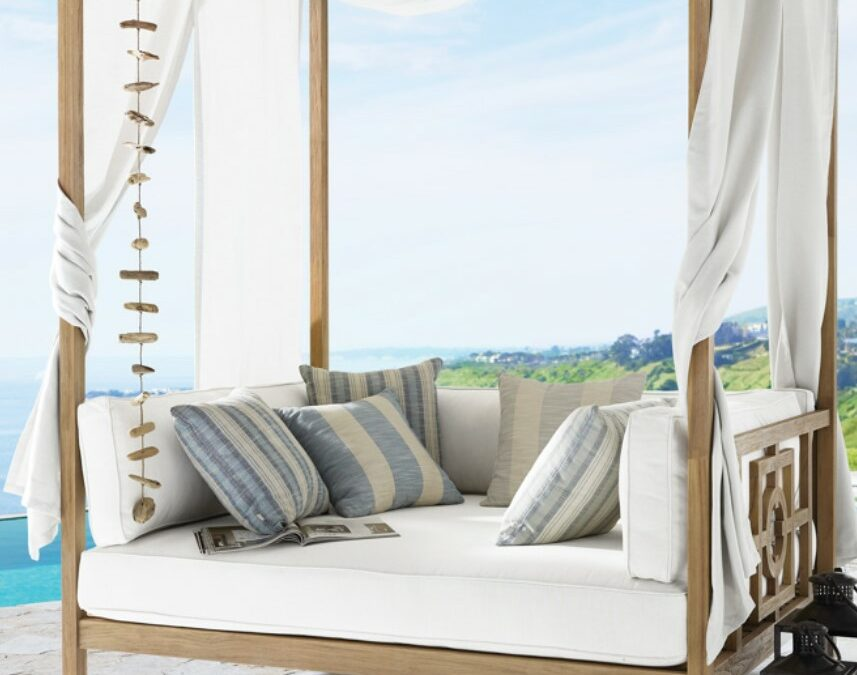 Hamptons Daybed with white materia