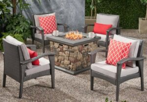 Leiyani Chat Set with fire pit